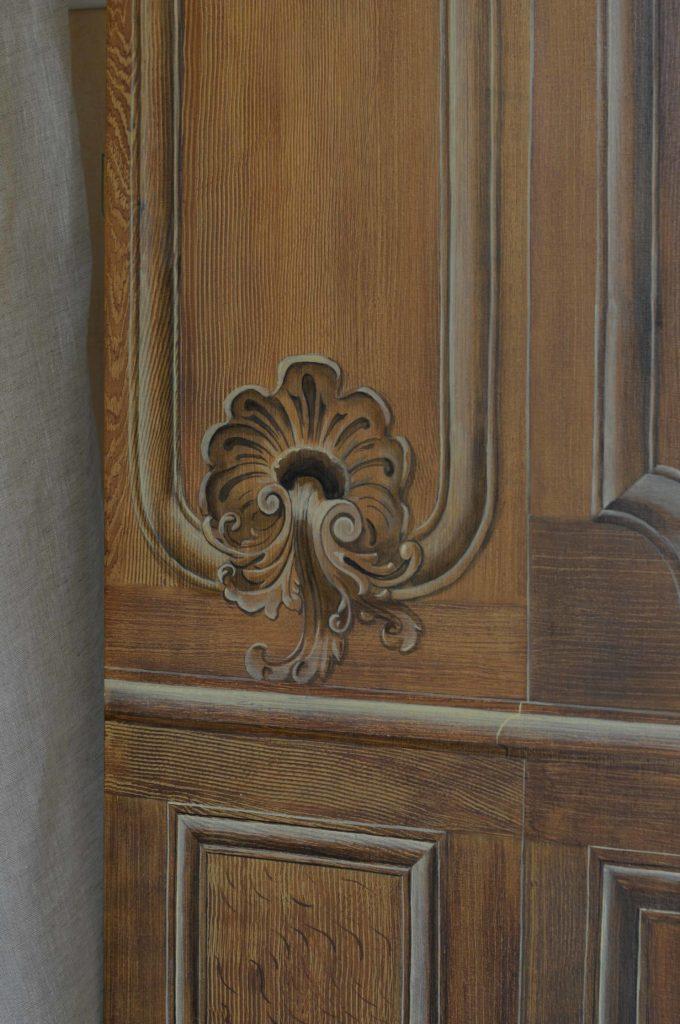 Boiserie Louis XV - imitation chêne et fausses moulures - détail