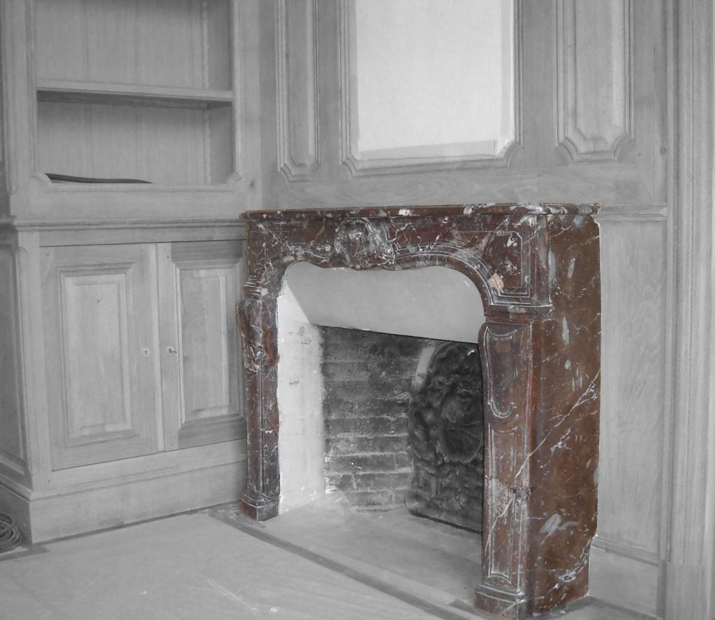 côté de cheminée en imitation marbre