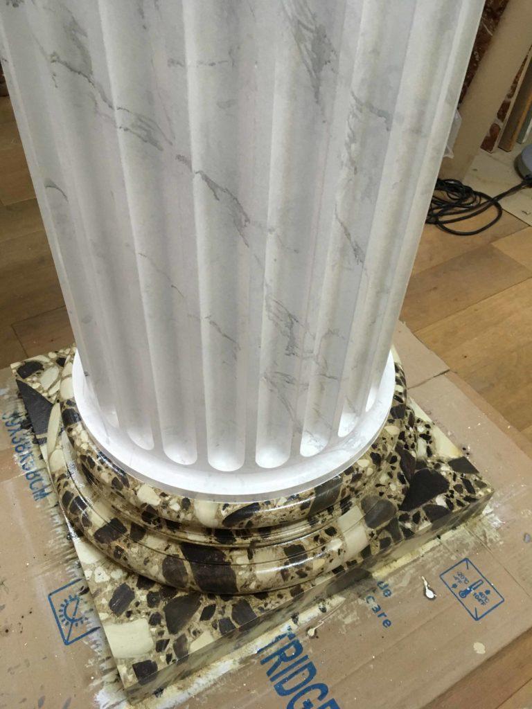 travail d'une colonne marbrée